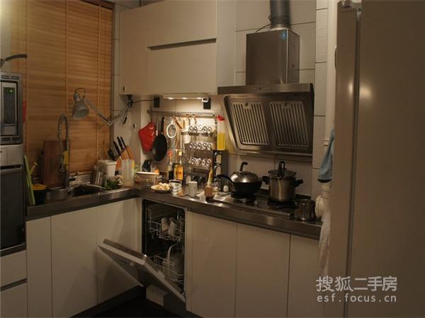 地下室做厨房装修