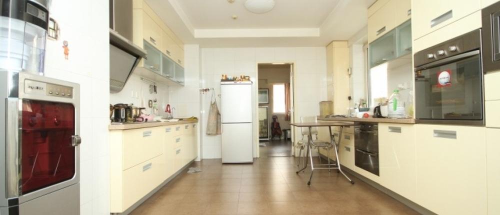 小平米南北厨房客厅餐厅装修效果图